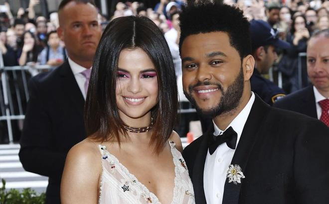 Selena Gomez va The Weeknd chia tay qua dien thoai hinh anh