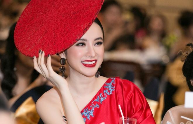 Angela Phuong Trinh gay chu y voi chiec mu kho hieu hinh anh