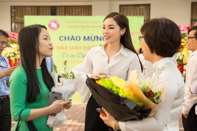 My Tam, Hoa hau Ky Duyen chuc mung thay co ngay 20/11 hinh anh 3