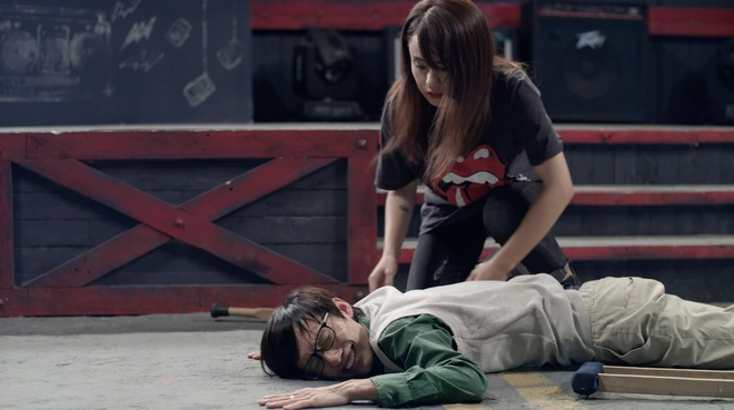 Teaser 'Glee' tap 19: Lynk Lee co gang roi khoi chiec xe lan hinh anh
