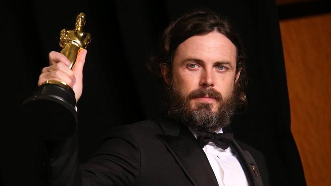 Casey Affleck se khong xuat hien o le trao giai Oscar 2018 hinh anh