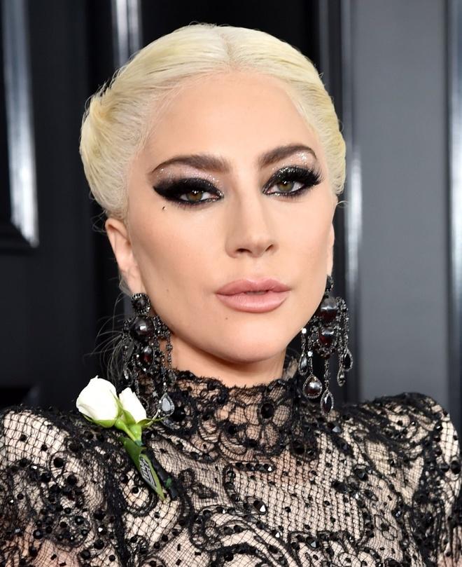 10 ngoi sao trang diem dep nhat o le trao giai Grammy 2018 hinh anh 4