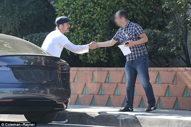 Brad Pitt hanh xu trach nhiem khi gay tai nan cho nguoi khac hinh anh 5