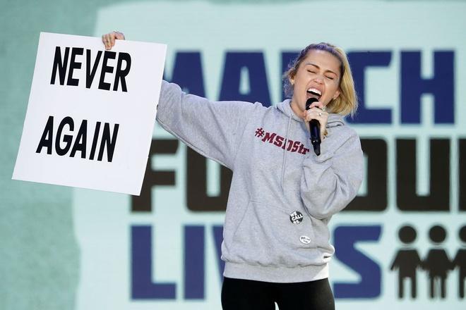 Miley Cyrus trinh dien 'The Climb' day xuc dong sau gan 10 nam hinh anh
