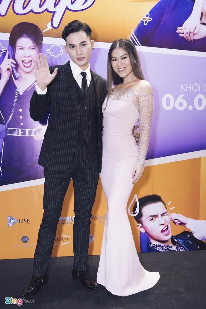 Hoai Lam toi tre 2 tieng trong buoi ra mat phim 'Yeu em bat chap' hinh anh 4