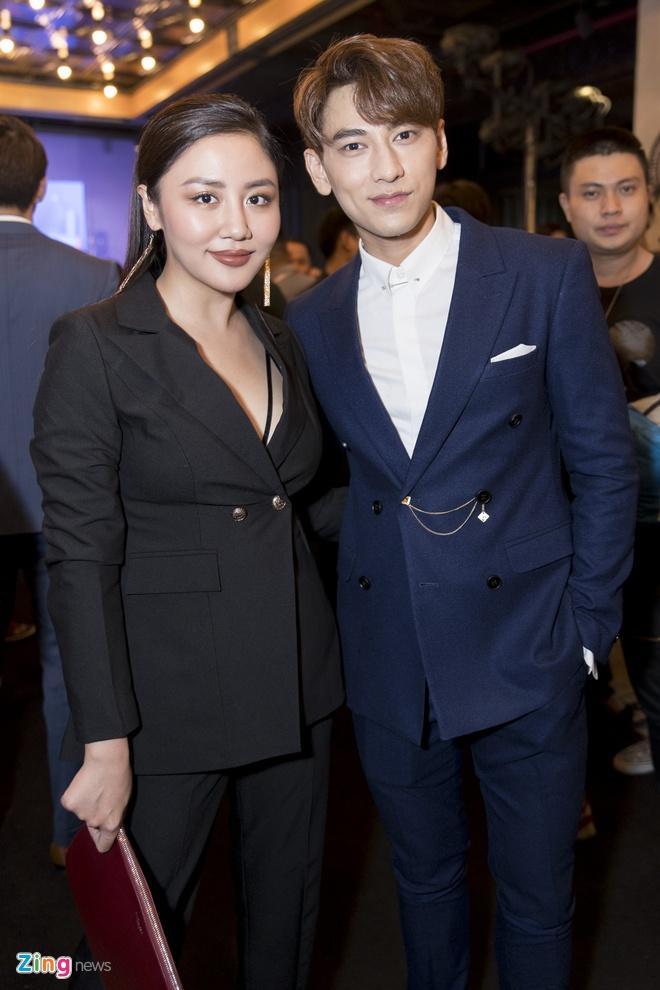Hoai Lam toi tre 2 tieng trong buoi ra mat phim 'Yeu em bat chap' hinh anh 8