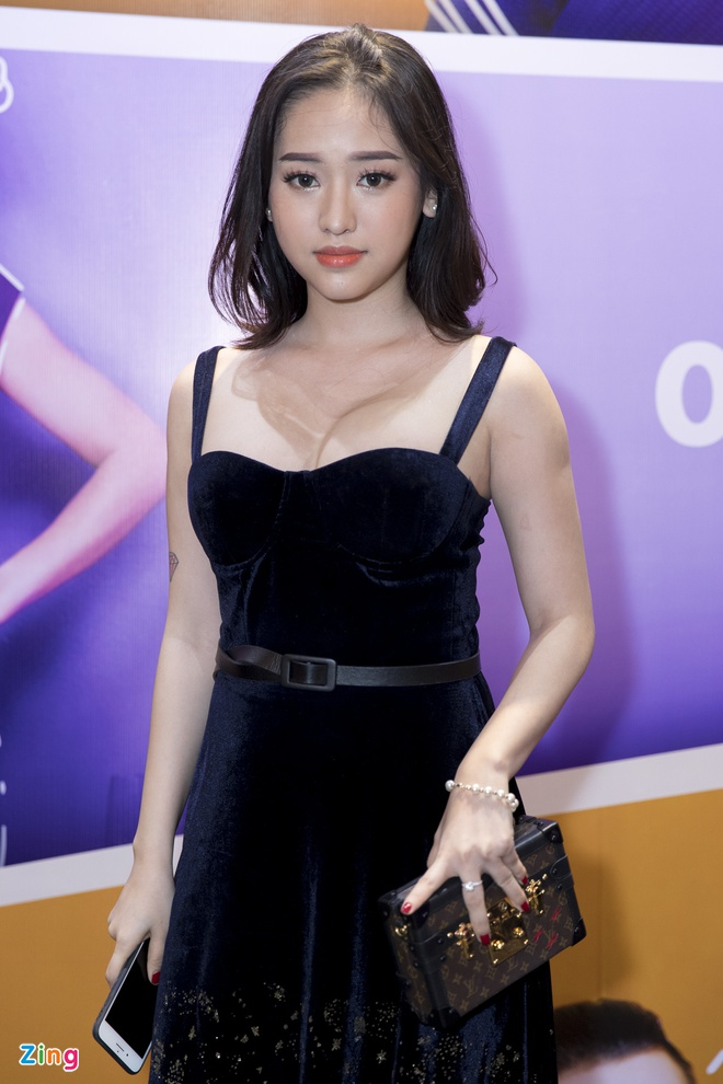 Hoai Lam toi tre 2 tieng trong buoi ra mat phim 'Yeu em bat chap' hinh anh 13