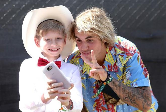 Justin Bieber dien do hoa sac so, duoc khen la anh hung o Coachella hinh anh
