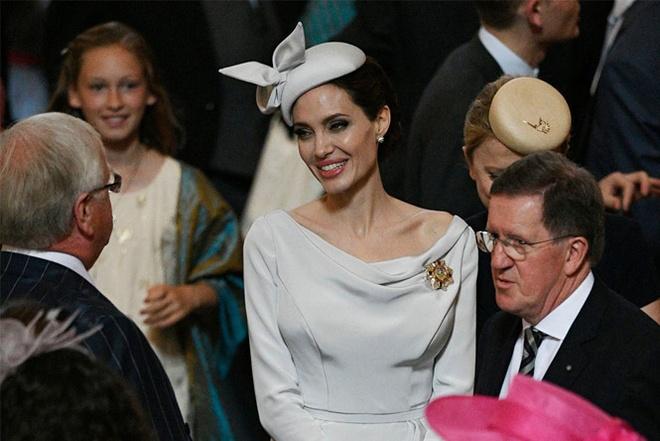 Angelina Jolie xuat hien quy phai nhung van gay guoc hinh anh