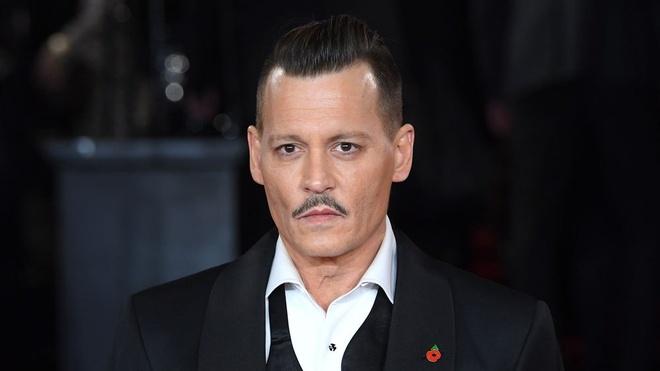 Johnny Depp bi kien vi hanh hung, ngang nguoc voi nhan vien doan phim hinh anh