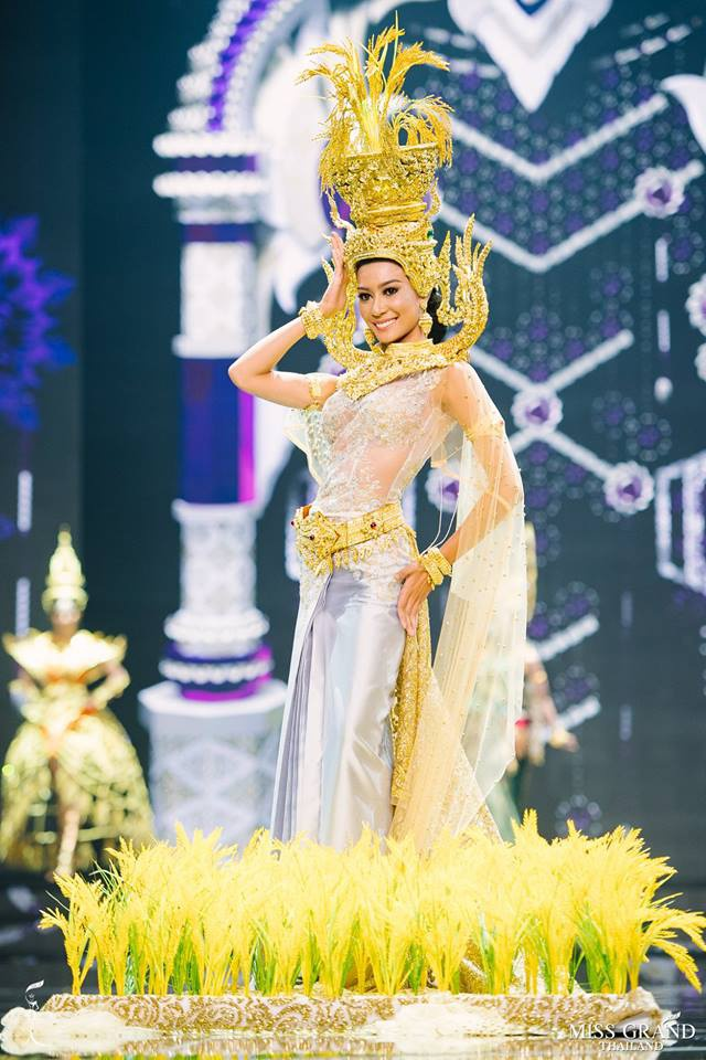 Thi sinh Hoa hau Hoa binh Thai Lan cuoi khung long len san khau hinh anh 8