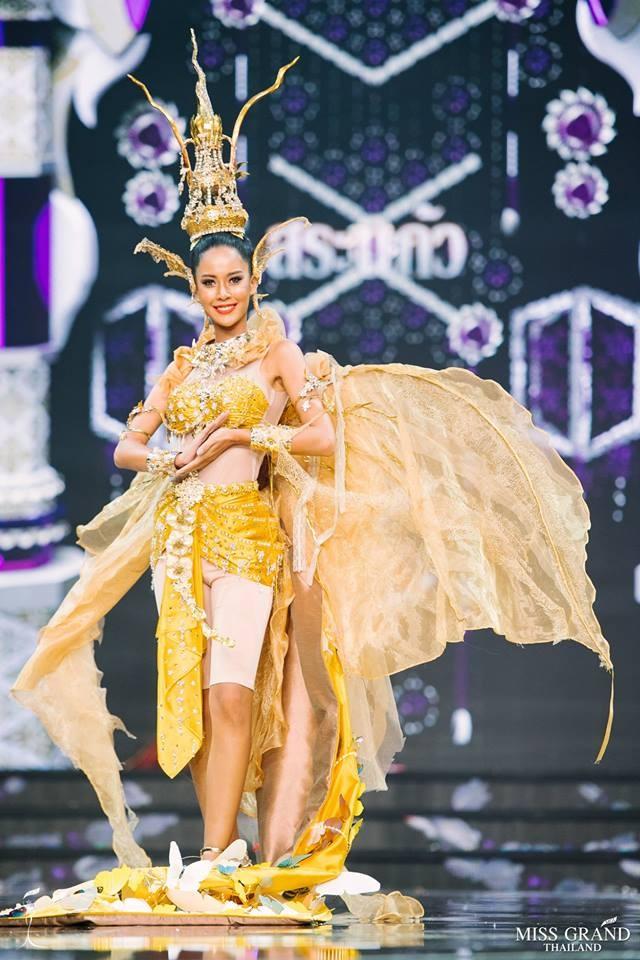 Thi sinh Hoa hau Hoa binh Thai Lan cuoi khung long len san khau hinh anh 13