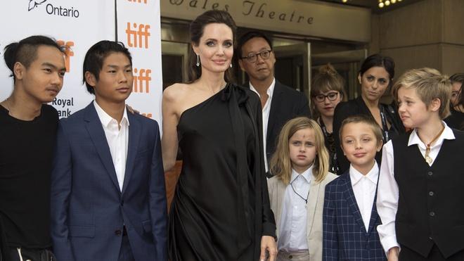 Tiet lo chi phi ton kem nuoi 6 con cua Brad Pitt va Angelina Jolie hinh anh 1
