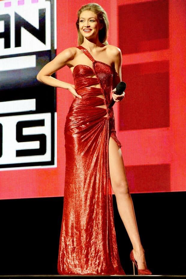 Bao Anh dien vay nhai Versace tung duoc Gigi Hadid mac cach day 2 nam? hinh anh 2