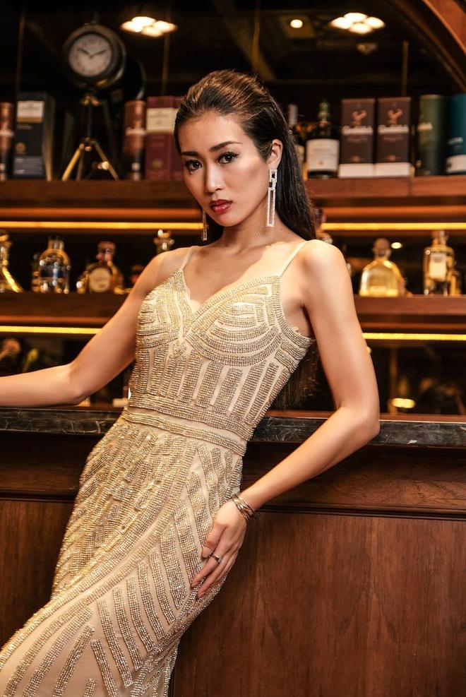 Kha Trang giua dan thi sinh nong bong o chung ket Sieu mau Quoc te hinh anh 9