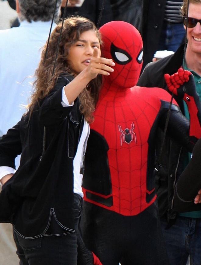 'Spider-Man: Far From Home': He lo trang phuc moi cho Nguoi Nhen hinh anh 1