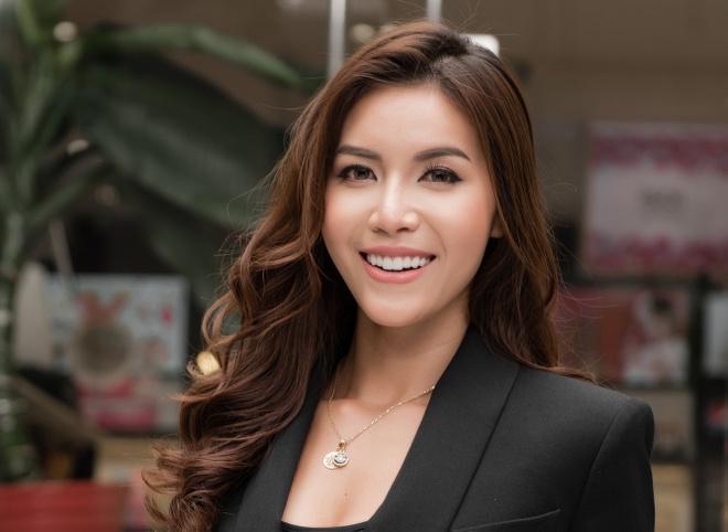 Minh Tu: 'Da la hoa hau thi phai han che khoe than, an mac goi cam' hinh anh