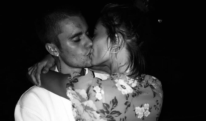 Dang anh hon Hailey Baldwin, Justin Bieber bi fan chu y lan da day mun hinh anh
