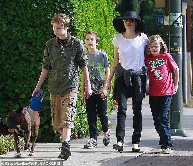 Con gai tom boy nha Angelina Jolie ngay cang ra dang con trai hinh anh 12