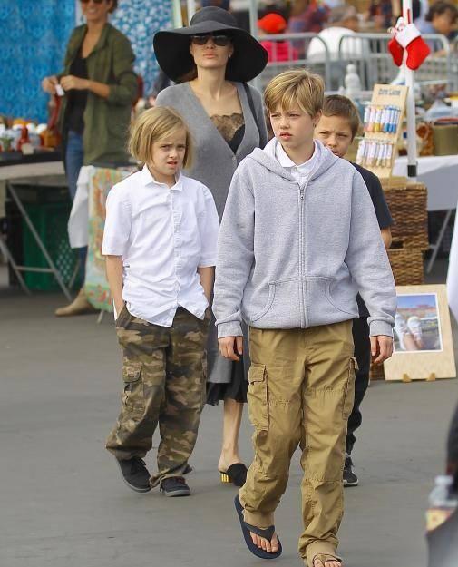 Con gai tom boy nha Angelina Jolie ngay cang ra dang con trai hinh anh 11