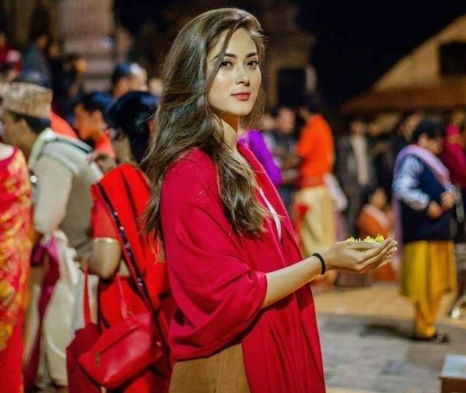 Hoa hau Nepal o Miss World: Nhan sac rang ngoi, xuat than danh gia hinh anh 3