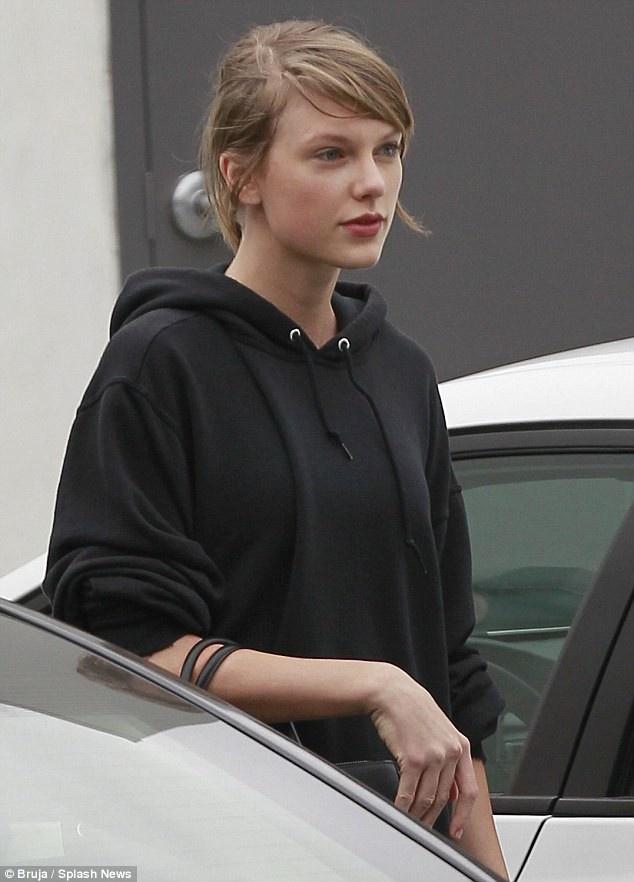 Kylie Jenner, Miranda Kerr va nhung sao nu de mat moc dep nhat 2018 hinh anh 12