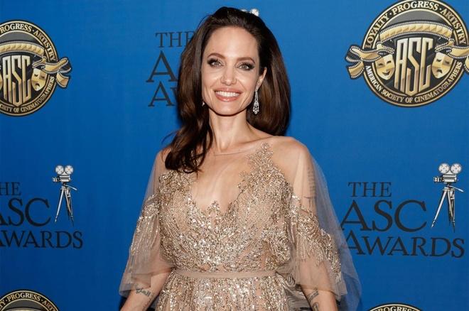 Angelina Jolie song ra sao sau gan 3 nam chia tay Brad Pitt? hinh anh 11