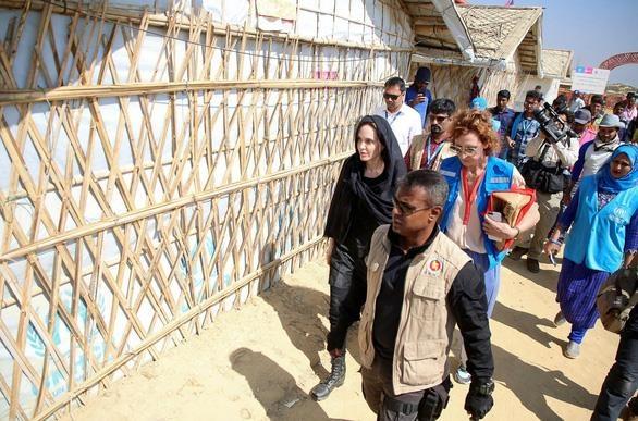 Angelina Jolie hau ly hon anh 10