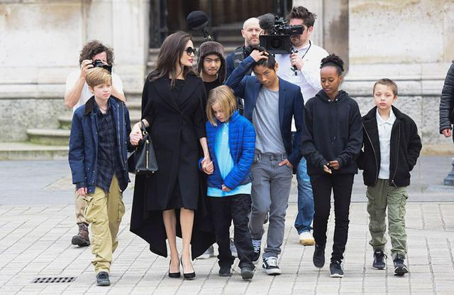 Angelina Jolie song ra sao sau gan 3 nam chia tay Brad Pitt? hinh anh 15