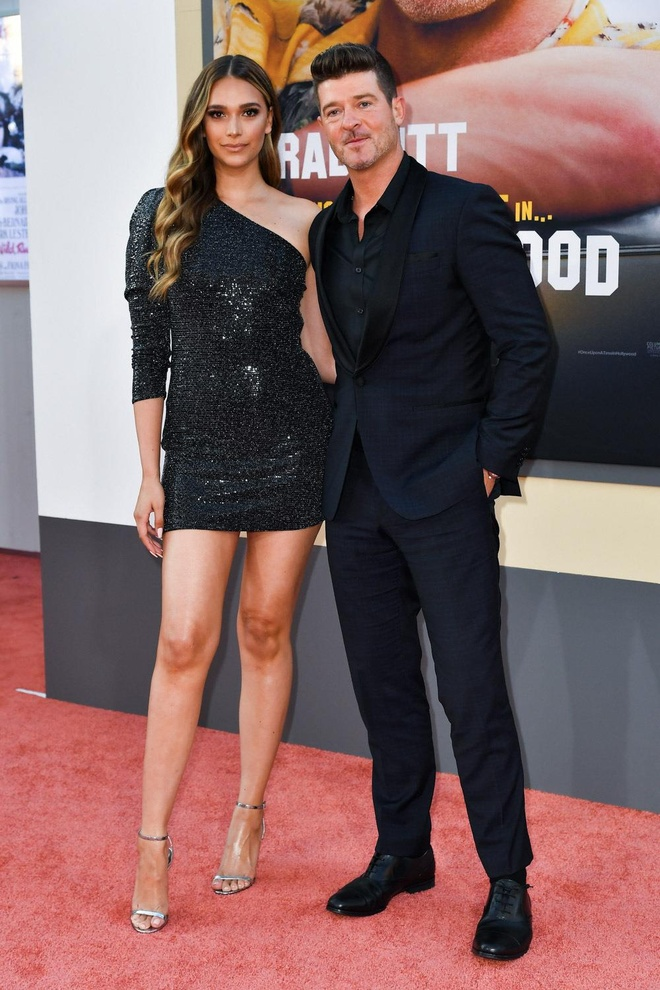 Brad Pitt, DiCaprio va 'qua bom sex' Margot Robbie hoi ngo o tham do hinh anh 12