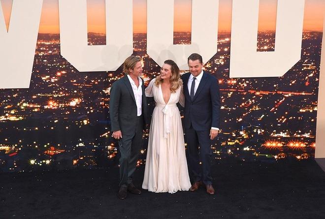 Brad Pitt, DiCaprio va 'qua bom sex' Margot Robbie hoi ngo o tham do hinh anh 1