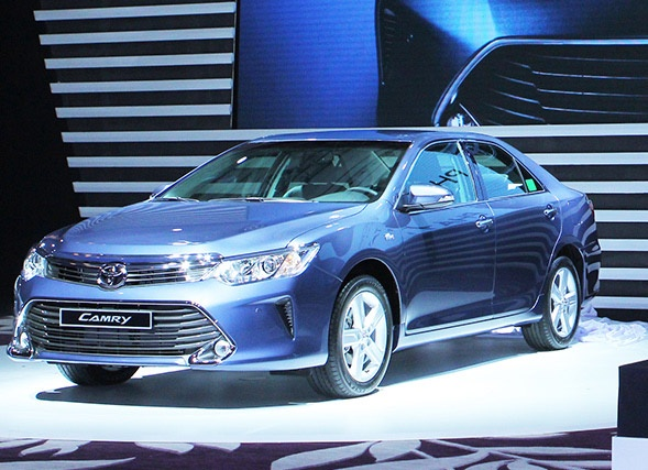 Can canh 4 mau cua Toyota Camry 2015 hinh anh
