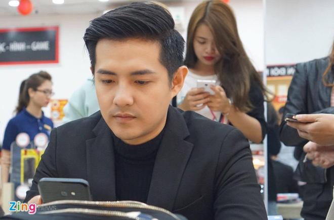 Samsung ban ra Galaxy A 2017, lap ky luc dat hang truoc hinh anh 9