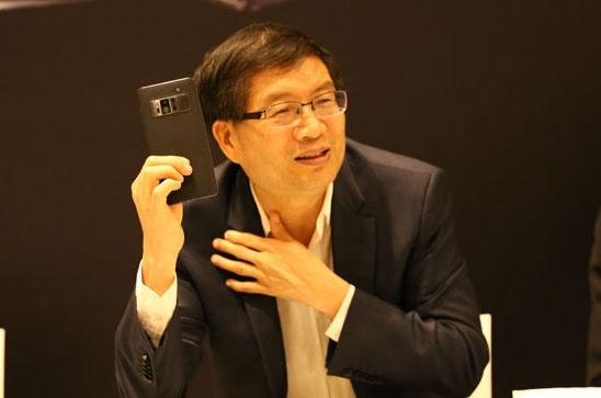 CEO Asus: 'ZenFone se tap trung vao thiet ke va camera' hinh anh
