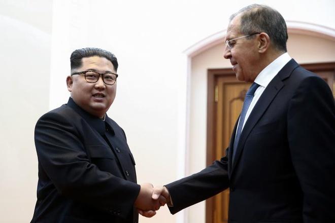 Ngoai truong Lavrov moi Kim Jong Un toi tham Nga hinh anh