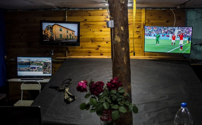 Xem World Cup tai vung chien su o Ukraine, noi mang song bi danh cuoc hinh anh