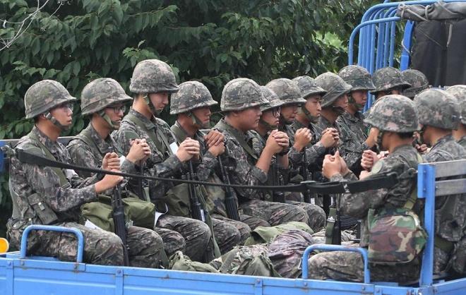 'Cang thang Han - Trieu kho giam nhiet sau dam phan' hinh anh 1 Lính