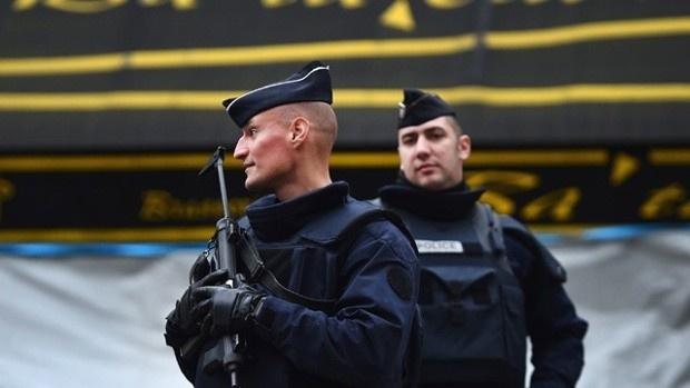 'Chung ta la the he cuoi cung co the ngan bien doi khi hau' hinh anh 4 Lực lượng an ninh Pháp được tăng cường trên cả nước để đảm bảo an toàn cho hội nghị. Ảnh: Getty