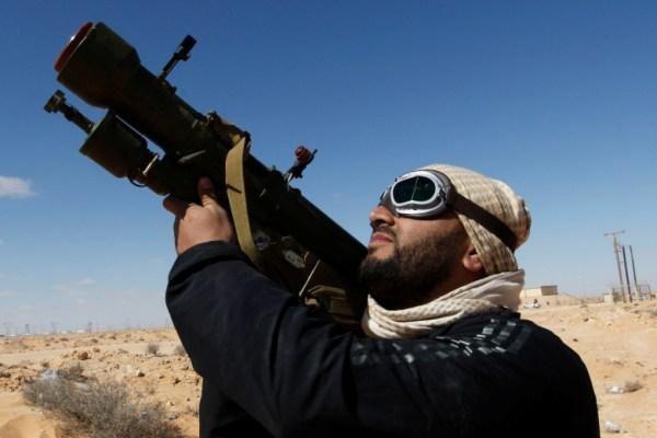Chien binh Syria ban be phong ten lua tren Facebook hinh anh