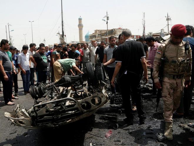 IS danh bom xe giua cho o Iraq, 64 nguoi chet hinh anh 1