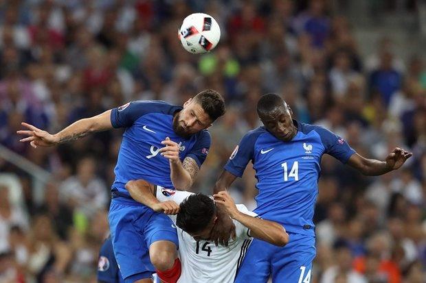 Nike danh bai Adidas tren san co Euro 2016 hinh anh