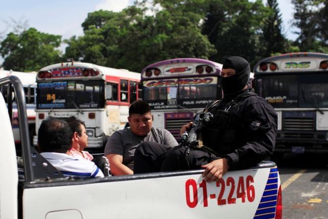 Canh xe tai cho 120 ten mafia o El Salvador hinh anh 3