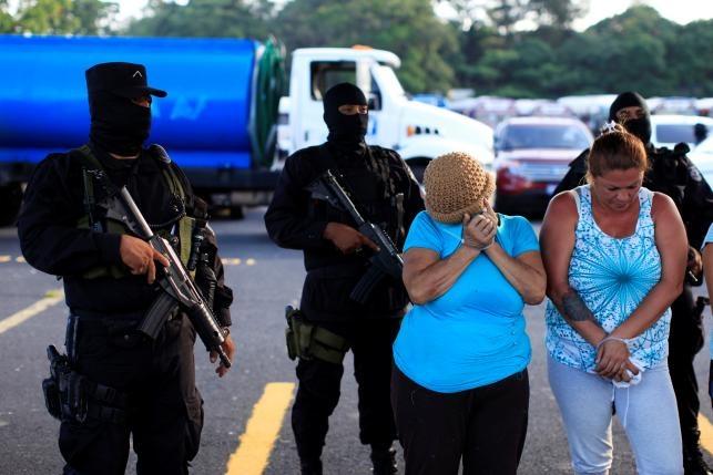 Canh xe tai cho 120 ten mafia o El Salvador hinh anh 6