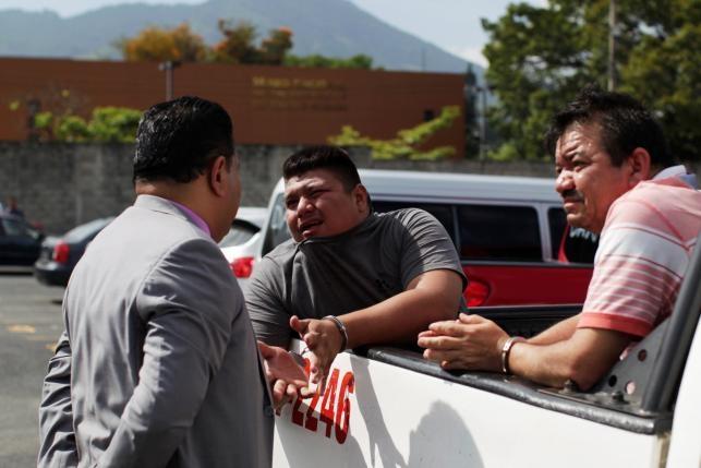 Canh xe tai cho 120 ten mafia o El Salvador hinh anh 8