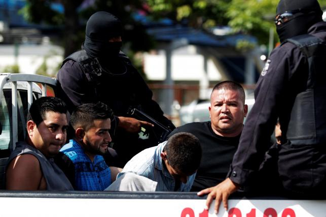 Canh xe tai cho 120 ten mafia o El Salvador hinh anh 9