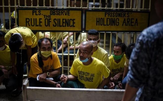 Cuoc song khon kho trong nha tu chat choi o Philippines hinh anh 13