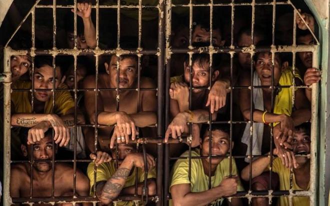 Cuoc song khon kho trong nha tu chat choi o Philippines hinh anh 3
