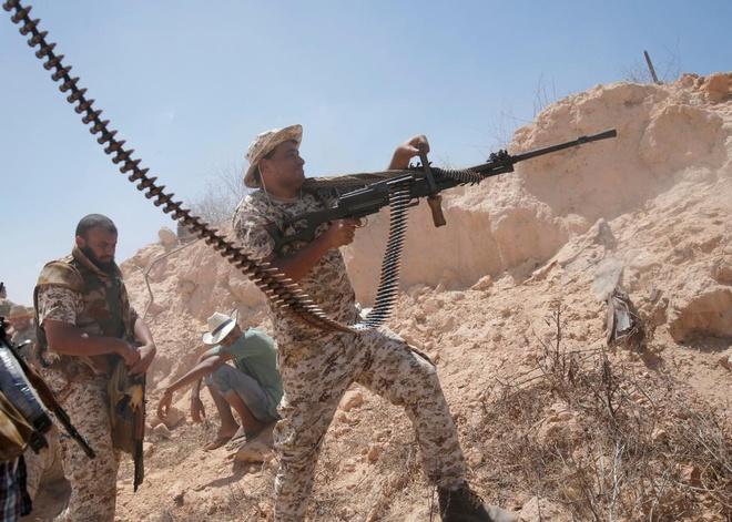 Canh giao tranh mot mat, mot con voi IS o Libya hinh anh 8