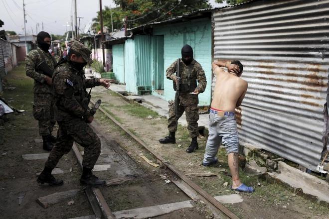 mau va quan tai o El Salvador anh 10