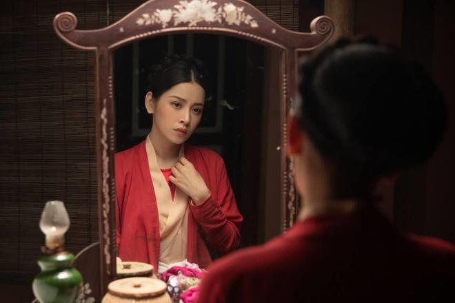 Chi Pu lan dau cong pha top 2 #zingchart, canh tranh voi Min hinh anh 1